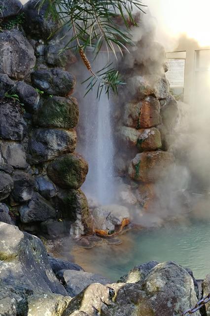 龍巻地獄 池