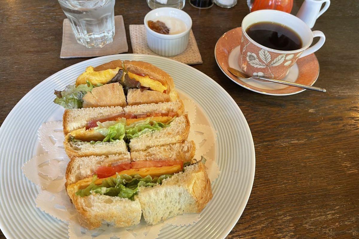 茶王 サンドイッチとコーヒー