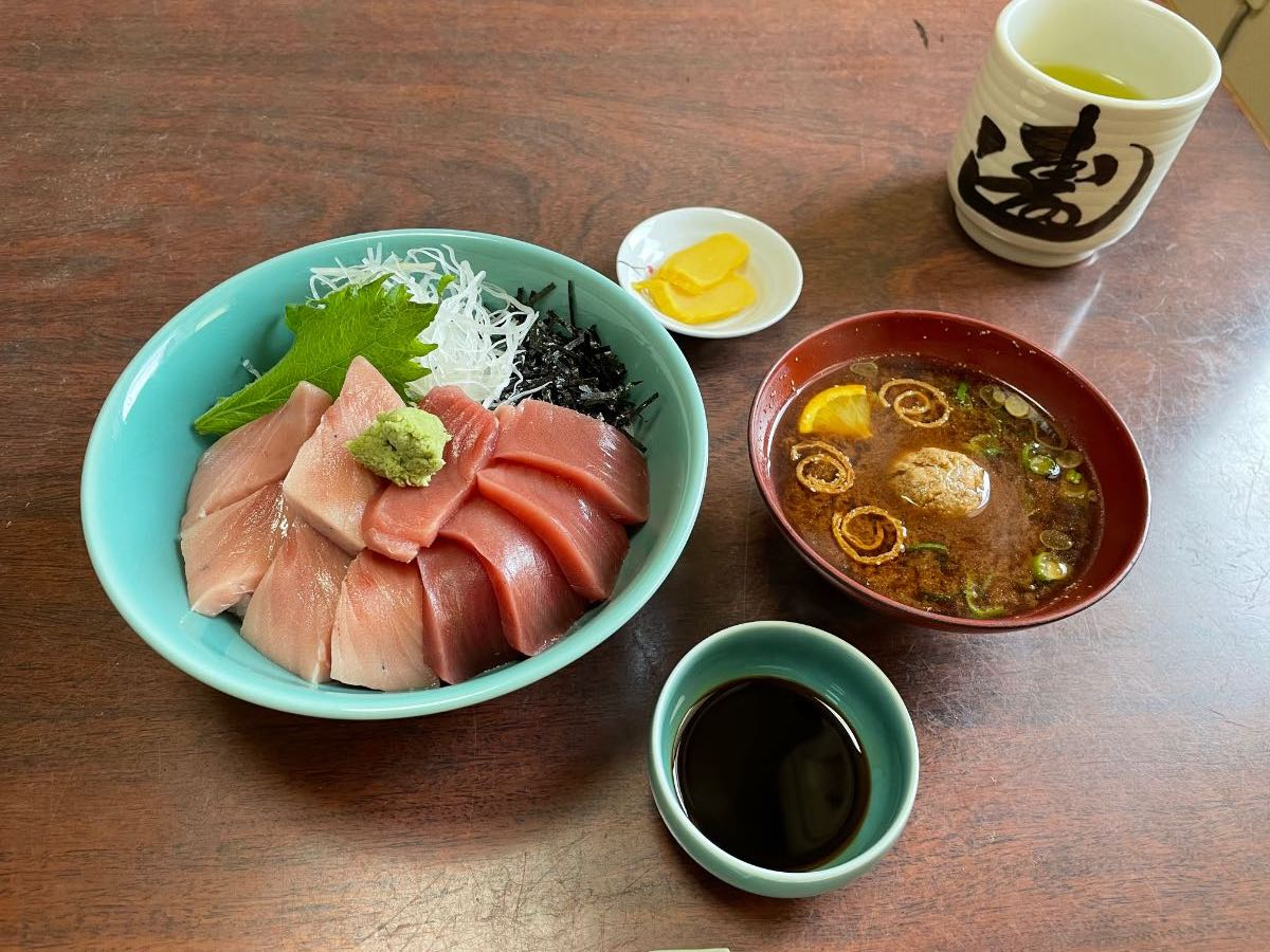 新美賀久寿し つくみ産本マグロ(ヨコヅーナ)丼