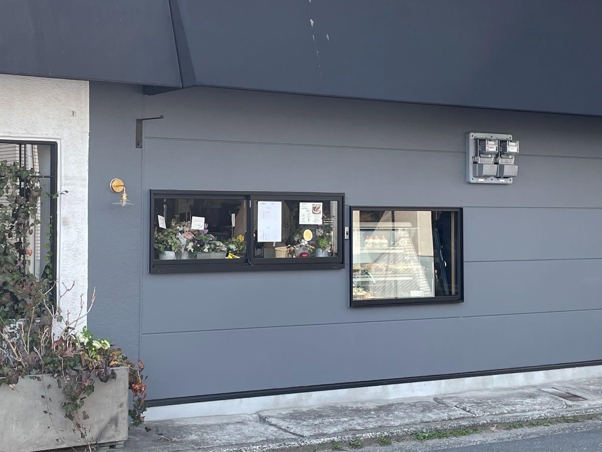 トランクルームファクトリー 小窓