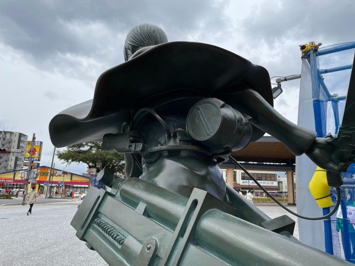 リヴァイ兵長銅像 立体機動装置