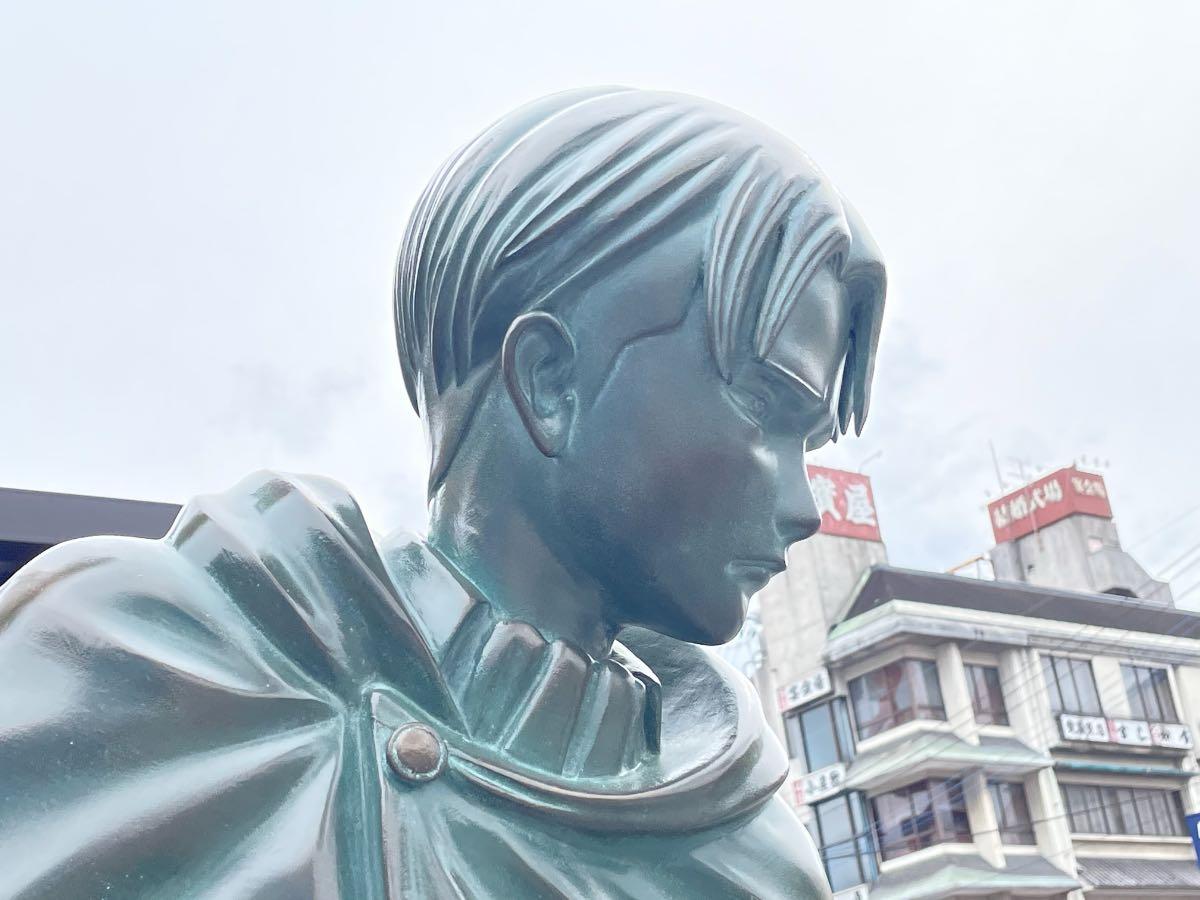リヴァイ兵長銅像 横顔