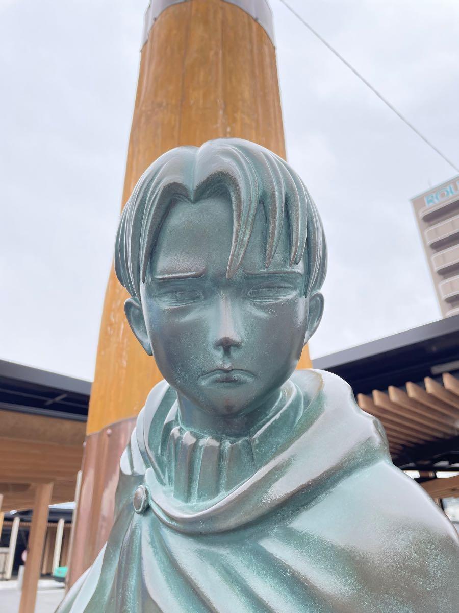 リヴァイ兵長銅像 顔