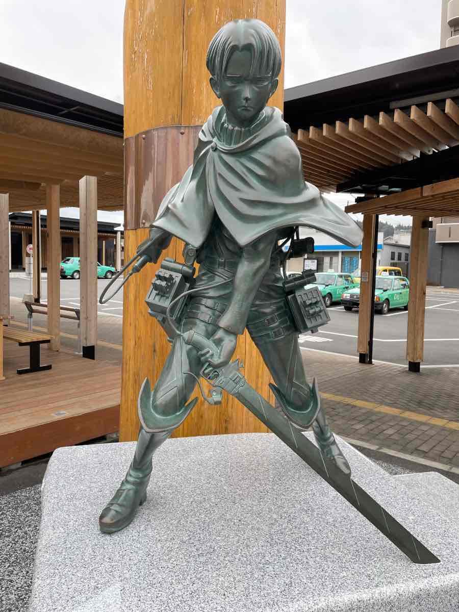 リヴァイ兵長銅像 正面