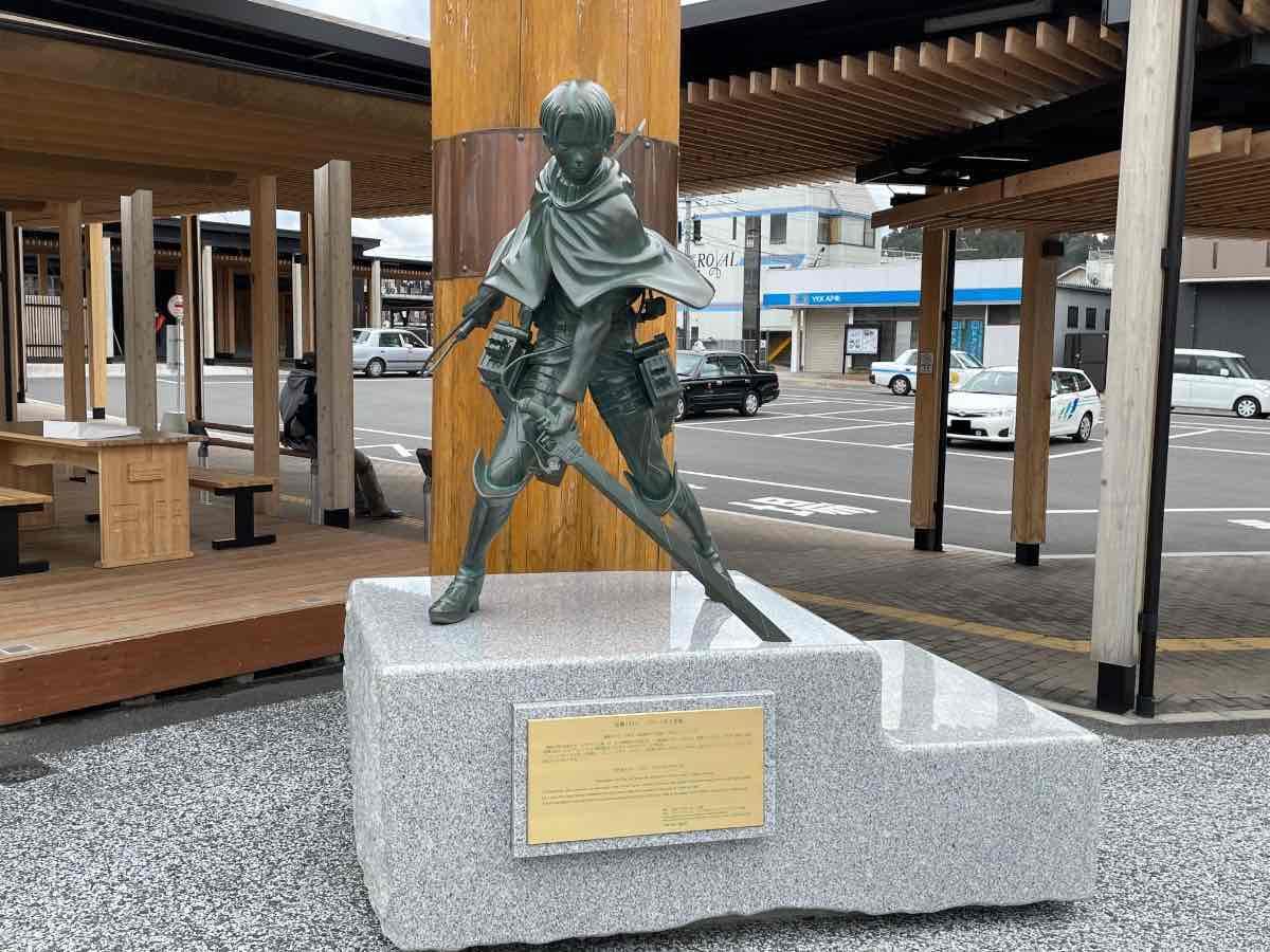 リヴァイ兵長銅像 全体