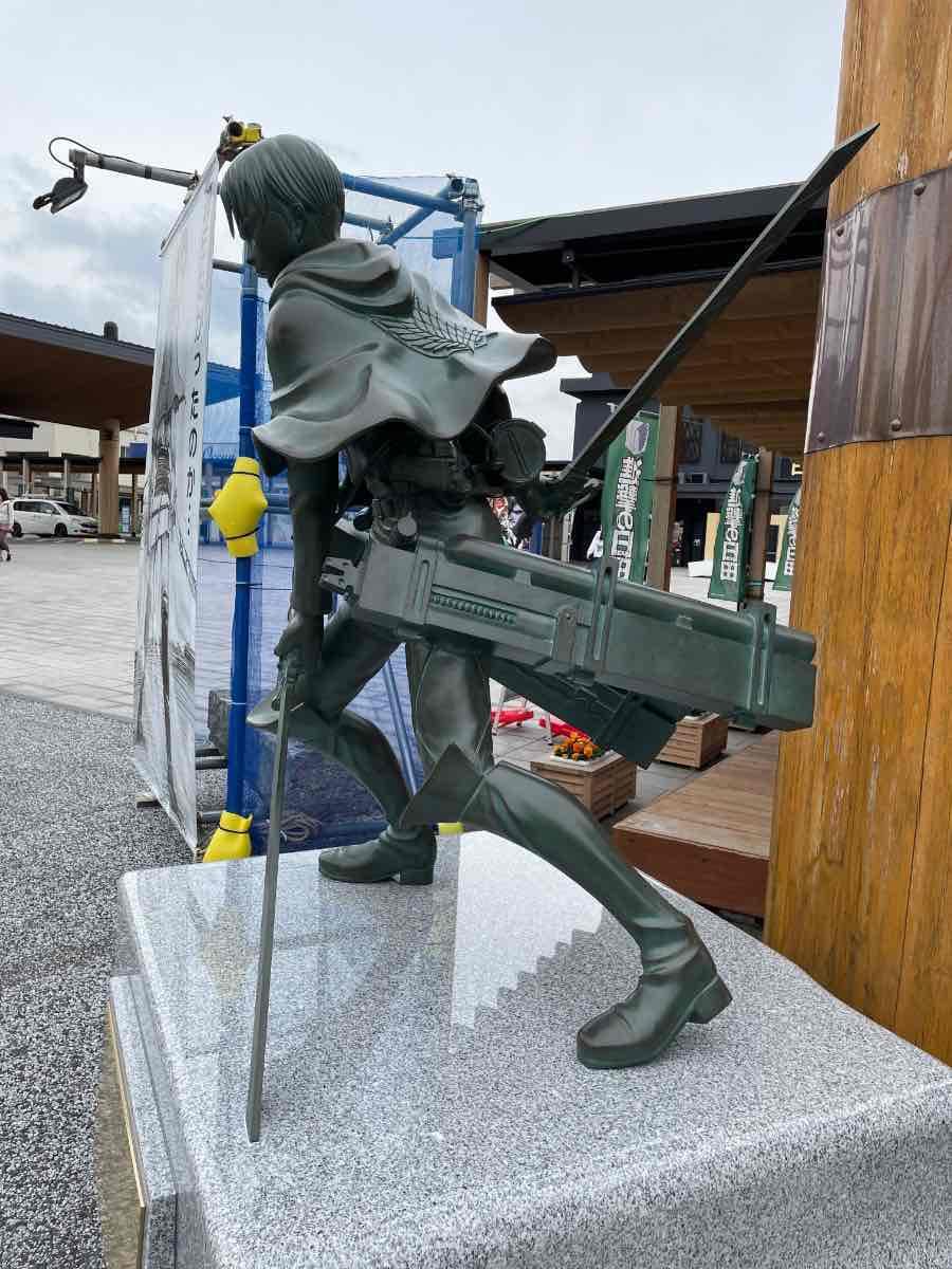 リヴァイ兵長銅像