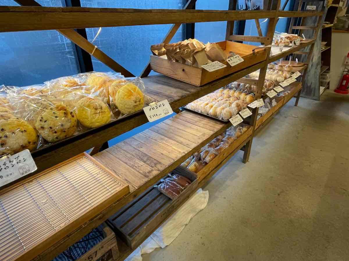 もとまちカフェ&ベーカリー 店内パン