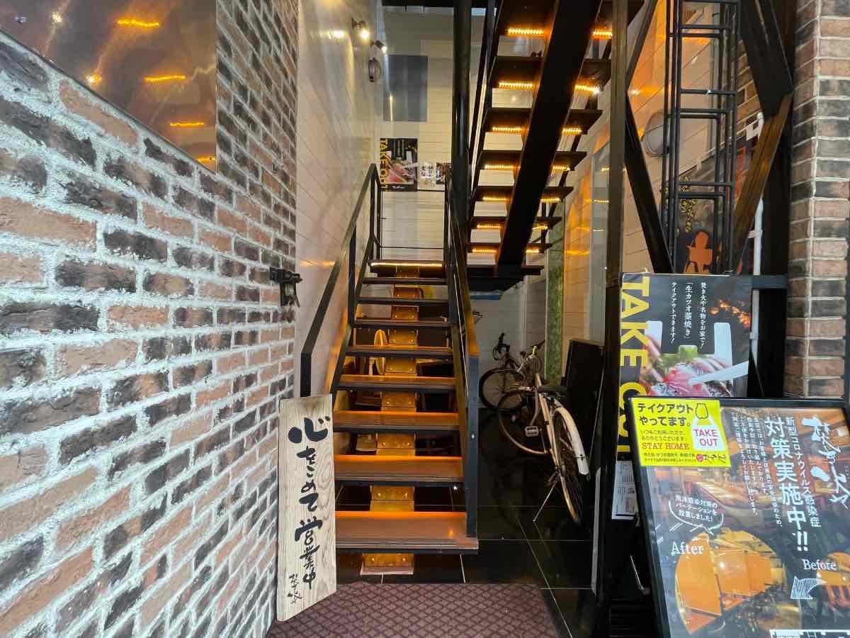 焚き火や 階段