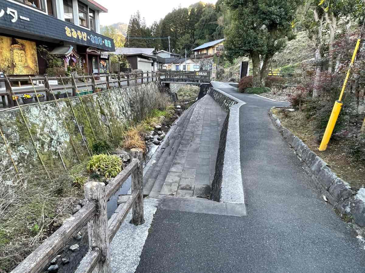 臼杵石仏への道
