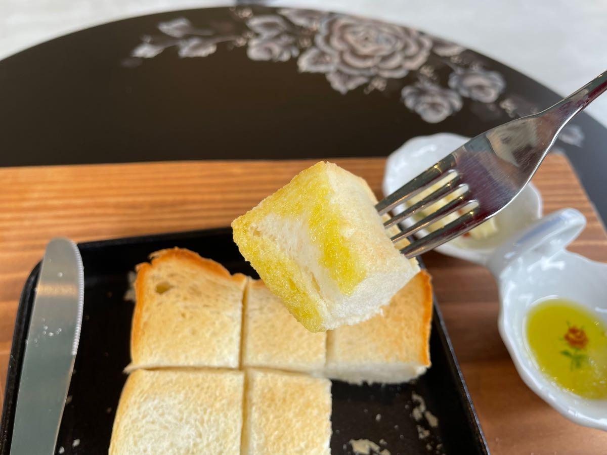 NEWS DELI BAKERY トーストとオリーブオイル