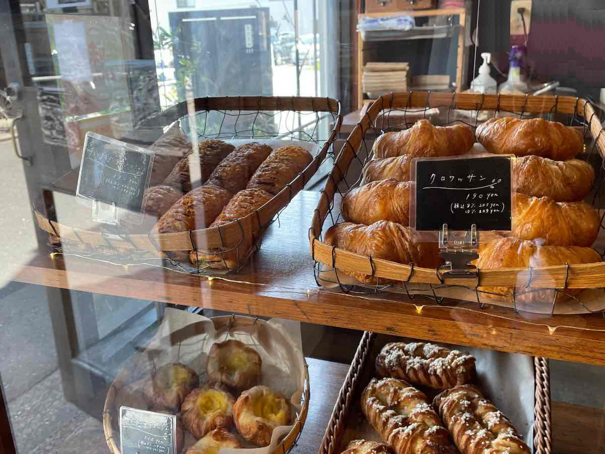 Room117 ショーケースのパン