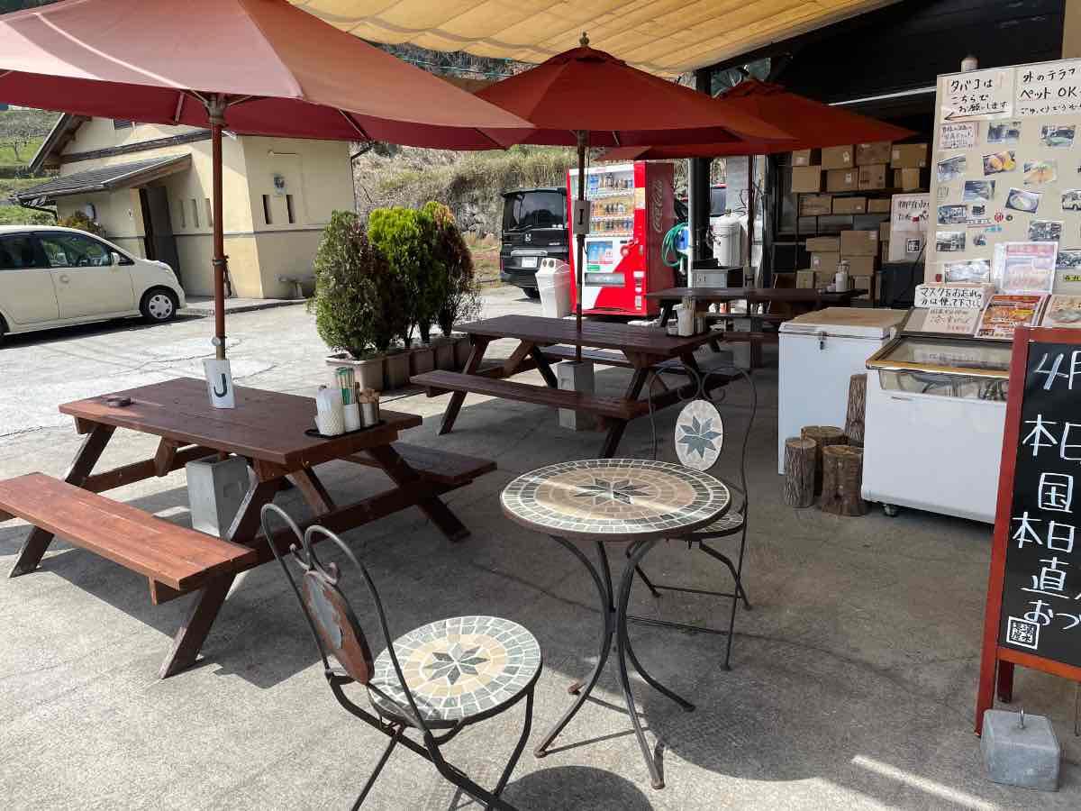 浄水茶屋 外のテーブル