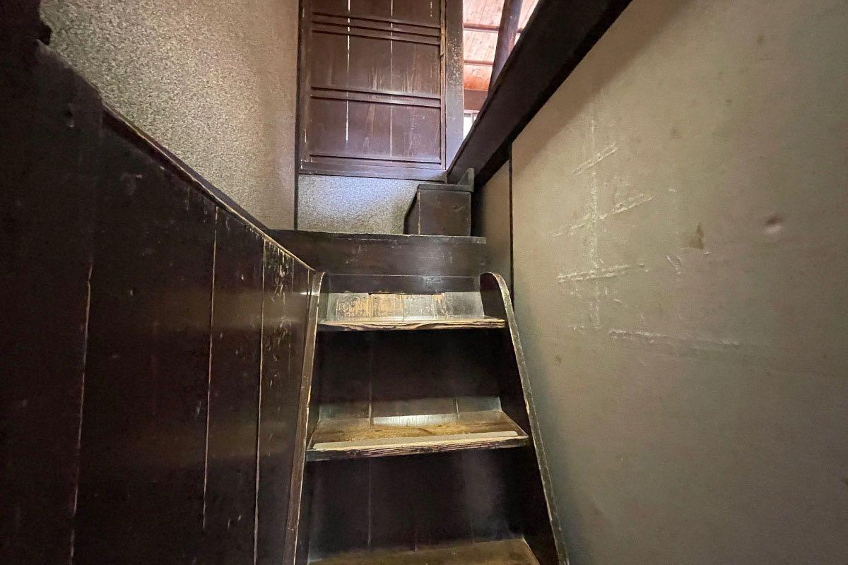 国木田独歩館 上への階段