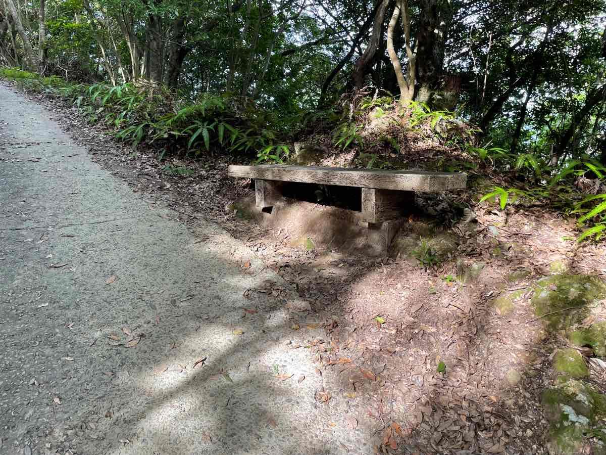 佐伯城跡 下り独歩碑の道の椅子