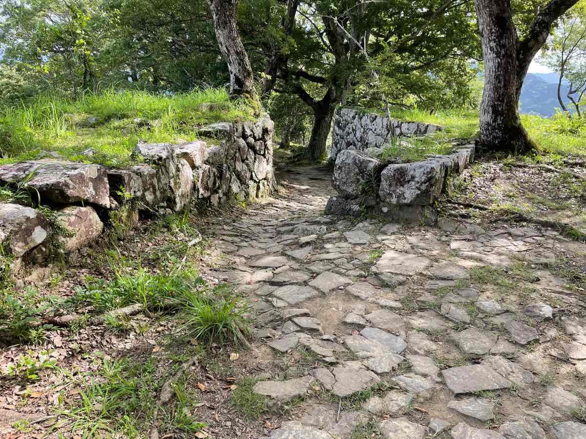 佐伯城跡 二の丸跡からの道